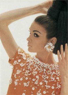 Photo by Aldin 1966 Gioielli Nucci Vogue Italia, march 1966 Sixties Fashion, Mod Fashion, Fashion Beauty, Vintage Fashion, Womens Fashion, Fashion Tips, Fashion Night, Twiggy, Brigitte Bardot