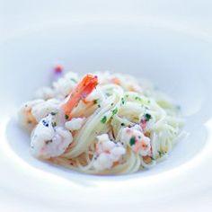 Spaghetti z krewetkami, czosnkiem i natką pietruszki | Kwestia Smaku