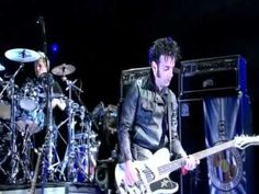 ▶ The Cure - Friday Im In Love (Bestival 2011) - YouTube