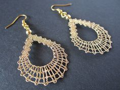 Small earrings in the shape of a drop. Weightless jewelry appropriate for everyday wear and for special occasions. DROP Lace Pendant available Lace Earrings, Lace Jewelry, Small Earrings, Wire Crochet, Thread Crochet, Crochet Necklace Pattern, Lace Art, Lacemaking, Earring Tutorial