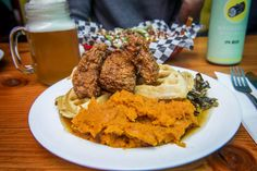 Hogtown Vegan opened their second location on College after enjoying many years in their busy spot in Bloorcourt. They're known for slinging comfort foo. Vegan Vegetarian, Vegetarian Recipes, Best Vegetarian Restaurants, Allergy Free, Chicken Wings, Allergies, Toronto, Clean Eating, Veggies