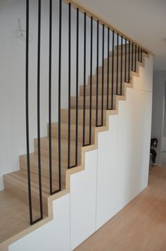 Haus Carpet stairs - modern classic Design Wood Visualizing Your Home Theater Article Body: What do Staircase Design Modern, Modern Stair Railing, Staircase Handrail, Stair Railing Design, Home Stairs Design, Modern Stairs, Wood Stairs, Interior Stairs, House Stairs