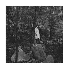 【matsuge_planet】さんのInstagramをピンしています。 《ポツーン . . . . . #モデル#model#撮影#shooting#写真#photo#写真好きな人と繋がりたい#fashion#fashioninsta#ootd#ポートレート#portrait#トレンチコート#code#コーデ#ジュンハシモト#革靴#leathershoes#johnstonandmurphy#秋#autumn#followme#japanese#岩#rock#森林#tree#forest》