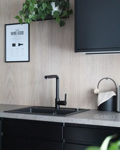 • KITCHEN • Noe av det vi er mest fornøyd med i huset er eikeplatene på kjøkkenveggen! Det ble bedre enn jeg hadde drømt om👏🏼 Nå har vi… Flat Screen, Kitchens, Sink, Interior, Home Decor, Sink Tops, Indoor, Flatscreen, Kitchen