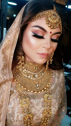 2020 Bridal Makeup Trends for Weddings: Chic, Elegant and Enchanting - - 2020 bridal makeup trends for weddings that you love to wear in weddings and events. Some of the best looks for bridal makeup. Pakistani Bridal Makeup, Asian Bridal Makeup, Indian Wedding Makeup, Bridal Makeup Looks, Indian Wedding Jewelry, Bride Makeup, Bridal Lehenga, Bridal Looks, Bridal Style