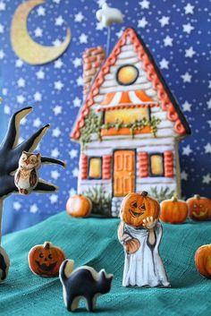 halloween cookies by artymcgoo, via Flickr