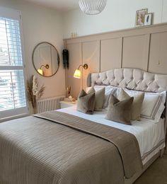Bedroom Green, Room Ideas Bedroom, Home Decor Bedroom, Cream Bedroom Decor, Cream And Gold Bedroom, Cream Bedrooms, Neutral Bedroom Decor, Neutral Bedding, Bedroom Bed