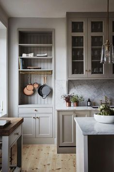 Debating renovations with a possible mov. White Kitchen Cabinets, Kitchen Dining, Kitchen Decor, Bedroom Office, Office Decor, Country Look, London Decor, Aesthetic Space, Bookshelves Built In