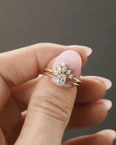 That moment you find the perfect wedding band for your perfect engagement ring. No appointment needed when looking for your dream set! (And a huge congratulations to the happy couple that got engaged this weekend with THIS stunning custom engagement ring) . . . . #weddingring