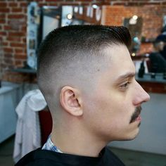 The Crew Cut ❤️ The strict and short military haircut has become the most versatile and attention-grabbing cut. See our modern ideas to see how! High and tight looks, classy crew cuts, short army fade ideas, and the latest haircuts for men are here! Latest Haircut For Men, Latest Haircuts, Cool Haircuts, Haircuts For Men, Military Haircuts, Summer Haircuts, Shaved Side Haircut, Flat Top Haircut, High Fade Haircut