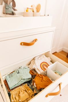 Fantastic baby nursery info are available on our website. Check it out and you will not be sorry you did. Boho Nursery, Nursery Neutral, Nursery Drawer Organization, Home Office Organization, Organization Ideas, Rustic Closet, Fantastic Baby, Closet Designs, Nursery Inspiration