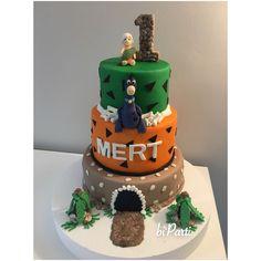 Flinstones cake. Flinstones themed party. First birthday cake. Bambam cake. Dino cake.