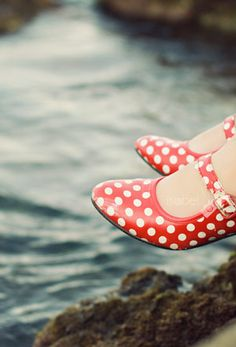 LOVE these polka dot shoes. Polka Dot Shoes, Polka Dots, Pin Up Style, My Style, Dots Fashion, Fashion Shoes, Girl Fashion, Shoe Gallery, Crayon Art