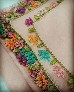 This Pin was discovered by Arz Crochet Lace Edging, Crochet Borders, Crochet Flowers, Free Crochet, Crochet Patterns, Thread Work, Needle Lace, Knitting Socks, Hand Embroidery