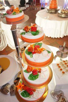 Kleurrijk oranje  Lentebloemen  Bruidstaart