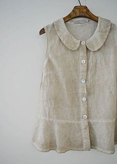 love simple linen tops for summer Diy Clothing, Sewing Clothes, Clothing Patterns, Dress Patterns, Mode Outfits, Fashion Outfits, Womens Fashion, Fashion Tips, Couture Tops