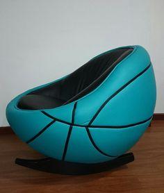 Silla en forma de balón de basketball.