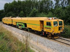 DYNAMIC-Tamping works diligently on the flood victims Innkreis web at Mehrnbach; Train Tracks, Train Rides, Diesel, Work Train, Union Pacific Railroad, Construction Machines, Railroad Photography, British Rail, Train Pictures