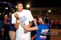 Photo Gallery: Hundreds cheer Kentucky players' return to Blue Grass Airport