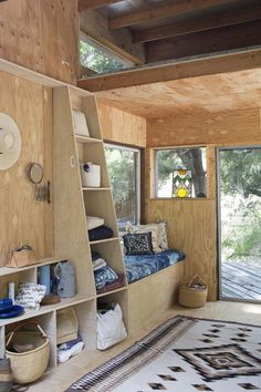 That shelving/ladder unit is amazing. Would work great in the shed.