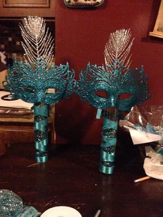 Beautiful table setting with this two mask  #masquerade #wedding #masks #masqueradewedding