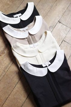 Idé på färgkombinationer: -Mörkblå eller svart färg på tröjan med vit krage. -Mörkblå krage på vit tröja. -Ljusrosa krage på svart tröja.