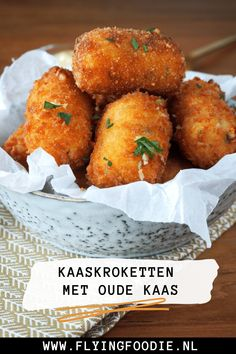 Homemade kaaskroketten met oude kaas | Flying Foodie Tapas Recipes, Appetizer Recipes, Cooking Recipes, Party Recipes, I Love Food, Good Food, Yummy Food, Snacks Für Party, Party Appetizers