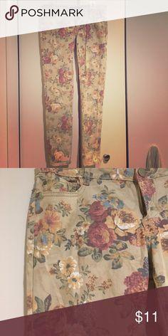 Floral print jegging Floral print khaki jegging. Worn once. Rue 21 Pants Leggings