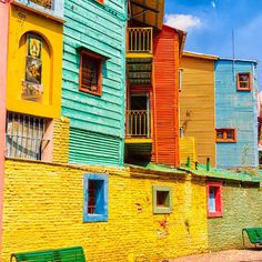 La Boca, Buenos Aires, Argentina. You can't miss this neighborhood during your visit!!  .  Use #RTTraveller to send us your #travel pics, we will share the best ones! 📷😉  .  #viajar #viajes #amazing #instatravel #instatravelling #laboca #buenosaires #argentina #colorful #color #colorido #fachadas #dreamvacations #city #ciudad