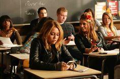Lola texting in class Love Movie, I Movie, Old Miley Cyrus, Miley Stewart, Film Big, Billy Ray Cyrus, School Tomorrow, Lob Haircut, Lol