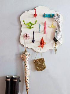 <p>Φτιάξε μόνος σου κρεμάστρες για τα ρούχα, για τα κοσμήματα, για το παιδικό δωμάτιο, για τις φωτογραφίες σου και γενικά πάρε κάποιες πρωτότυπες ιδέες!  πηγή:pinterest</p>