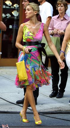The Most Stylish TV Characters of All-Time: Sarah Jessica Parker as Carrie Bradshaw on Sex and the City, 2001 Carrie Bradshaw Outfits, Carrie Bradshaw Estilo, Sarah Jessica Parker, City Outfits, Summer Outfits, Celebridades Fashion, City Style, Mode Style, 90s Style