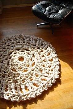 diy floor doily. can only imagine havoc a certain cat might cause with this much rope