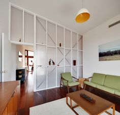 Exposed stud + internal use of dunpalon panels _ Suburban Beach House / David Barr + Ross Brewin