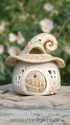 www.honiglicht.de Elfenhäuschen-Windlicht aus Keramik