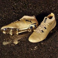 PUMA created these special edition gold cleats to celebrate Sergio Aguero becoming Manchester City's record goalscorer. Girls Soccer Cleats, Soccer Gear, Football Gear, Nike Football, Football Cleats, Arsenal Soccer, Nike Soccer, Football Players, Puma Football Boots