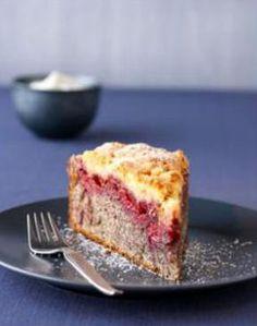 Unser Backrezept für Mohn-Kirschkuchen mit Amarettini-Streuseln bietet volles Verwöhn-Aroma mit einem Hauch Nostalgie. Probieren Sie es aus! Guten Appetit.
