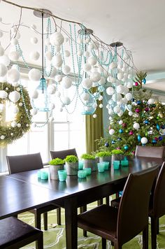 Awesome DIY Christmas Decoration on Dining Table