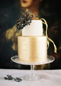 #Modern Gold Wedding Cake... Wedding ideas for brides, grooms, parents & planners ... https://itunes.apple.com/us/app/the-gold-wedding-planner/id498112599?ls=1=8 … plus how to organise an entire wedding, without overspending ♥ The Gold Wedding Planner iPhone App ♥