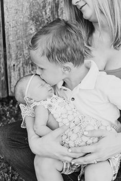 Brother and little sister photo ideas. Little Sister Pictures, Big Brother Little Sister, Brother Photos, Sibling Photos, Baby Sister, Newborn Pictures, Maternity Pictures, Family Photos With Baby, Family Pictures