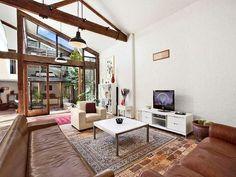 John's Tree House Exposing True Architectural Beauty