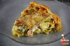 Leek, raclette and bacon pie via lolibox Crepes, Bacon Pie, Vegan Fast Food, Quiche Lorraine, Flan, Entrees, Food And Drink, Snacks, Cooking