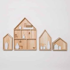Etagère en bois en forme de maison en vente sur www.bienvenuechezvous.biz
