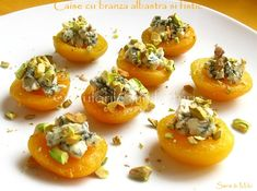 Apricots with blue cheese and pistacchio Blue Cheese, Food Inspiration, Appetizers, Martha Stewart, Food Ideas, Drinks, Damascus, Sign, Colors