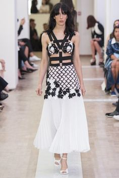 See the complete Emanuel Ungaro Spring 2016 Ready-to-Wear collection.