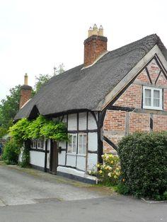Thatched Cottage in the village of Alrewas, Lichfield, Staffordshire, England