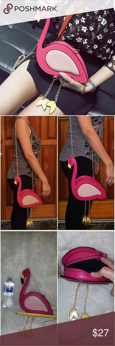 Adorable flamingo crossbody Gold chain shoulder strap Gold chain dangly legs Bags Crossbody Bags