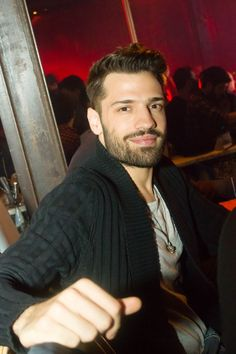 konstantinos arguros Stylish Men, Men Casual, Healthy Man, Love And Light, Bearded Men, Casual Outfits, Handsome, Singer, Men's Hairstyles
