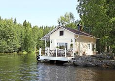 Just love the location of this cottage on the water.