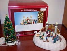 St Nicholas Square - Taking Pictures with Santa - Village Piece Rare Retired